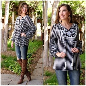 ✨LAST ONE✨Black and White Embroidered Boho Tunic